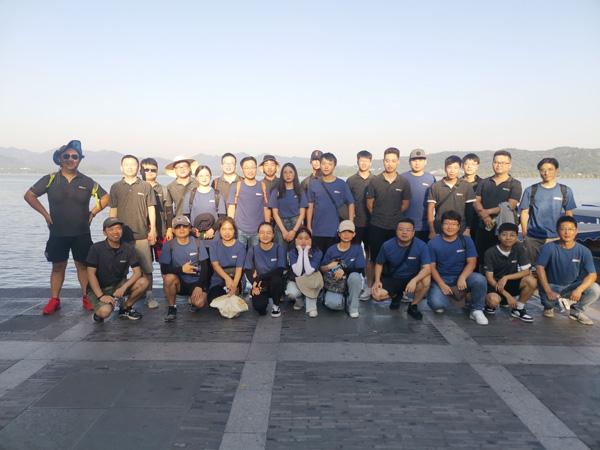 Moins de 40 degrés, marchez 12 km, voyez la forte équipe d'outre-mer d'IECHO !!!