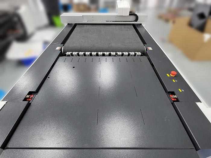 IECHO dernier type de machine PK1209- Plus grande surface de coupe, meilleur effet de coupe